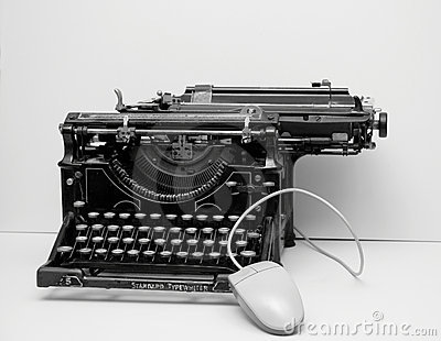 old-typewriter-with-mouse-thumb3355